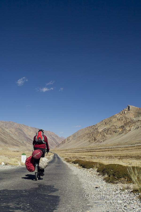 Cycling on the road from Sarchu to Gata loops.