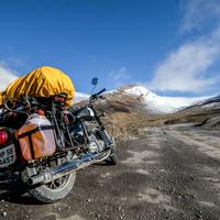 A Royal Enfield Classic 500 on the road to Lachulung La