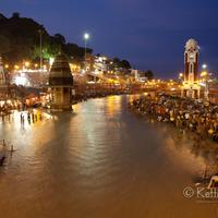 People gathered at the Har-ki-Pauri ghats.