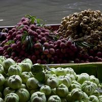 Boats laden with fresh fruits at the Damnoen Saduak Floating Market, Bangkok
